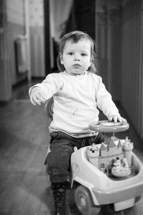 5 Есения - Есения - Малыши часто гораздо охотнее фотографируются  дома, где все знакомо и приятно) в домашних условиях и съемка получается уютной и теплой, а малыша удается снять более непосредственным и естественным:)