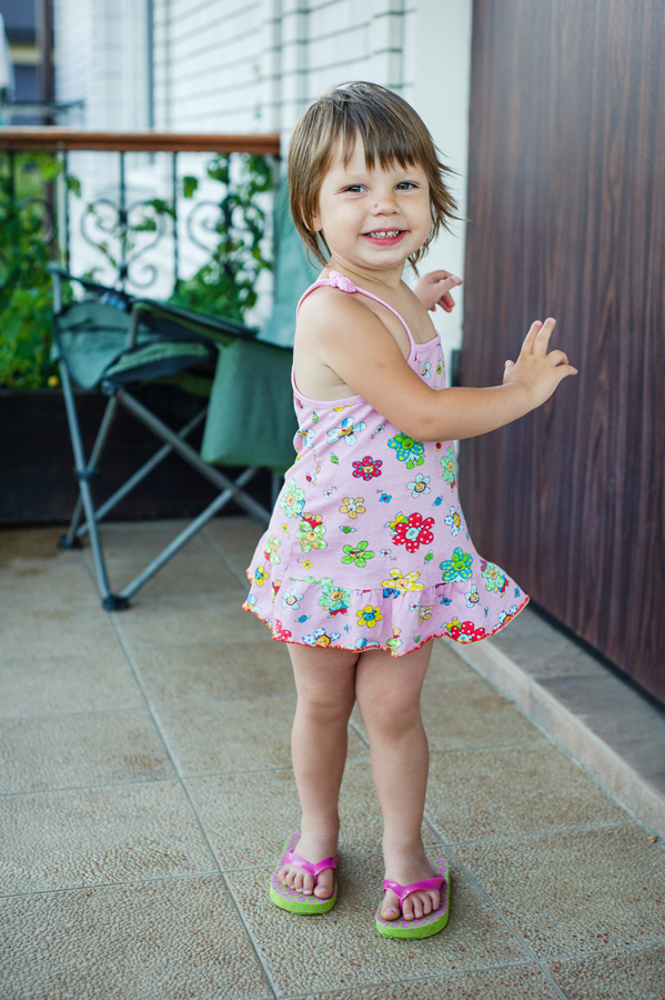22 Есения - Есения - Малыши часто гораздо охотнее фотографируются  дома, где все знакомо и приятно) в домашних условиях и съемка получается уютной и теплой, а малыша удается снять более непосредственным и естественным:)
