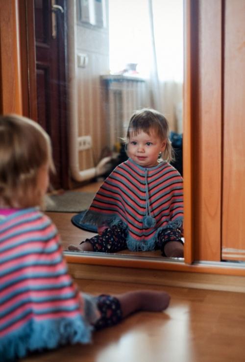 15 Есения - Есения - Малыши часто гораздо охотнее фотографируются  дома, где все знакомо и приятно) в домашних условиях и съемка получается уютной и теплой, а малыша удается снять более непосредственным и естественным:)