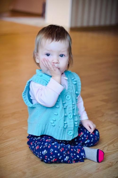 8 Есения - Есения - Малыши часто гораздо охотнее фотографируются  дома, где все знакомо и приятно) в домашних условиях и съемка получается уютной и теплой, а малыша удается снять более непосредственным и естественным:)