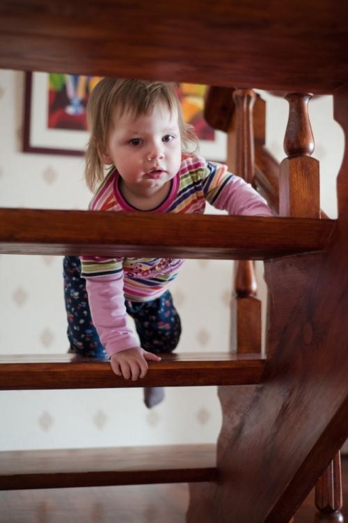 16 Есения - Есения - Малыши часто гораздо охотнее фотографируются  дома, где все знакомо и приятно) в домашних условиях и съемка получается уютной и теплой, а малыша удается снять более непосредственным и естественным:)