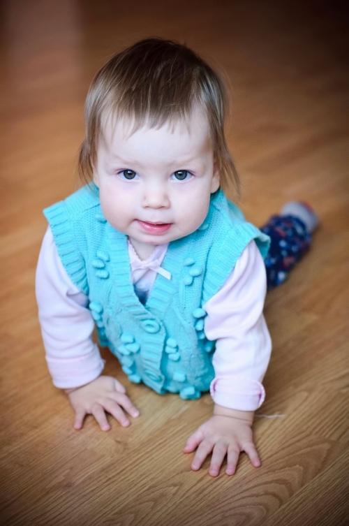 9 Есения - Есения - Малыши часто гораздо охотнее фотографируются  дома, где все знакомо и приятно) в домашних условиях и съемка получается уютной и теплой, а малыша удается снять более непосредственным и естественным:)