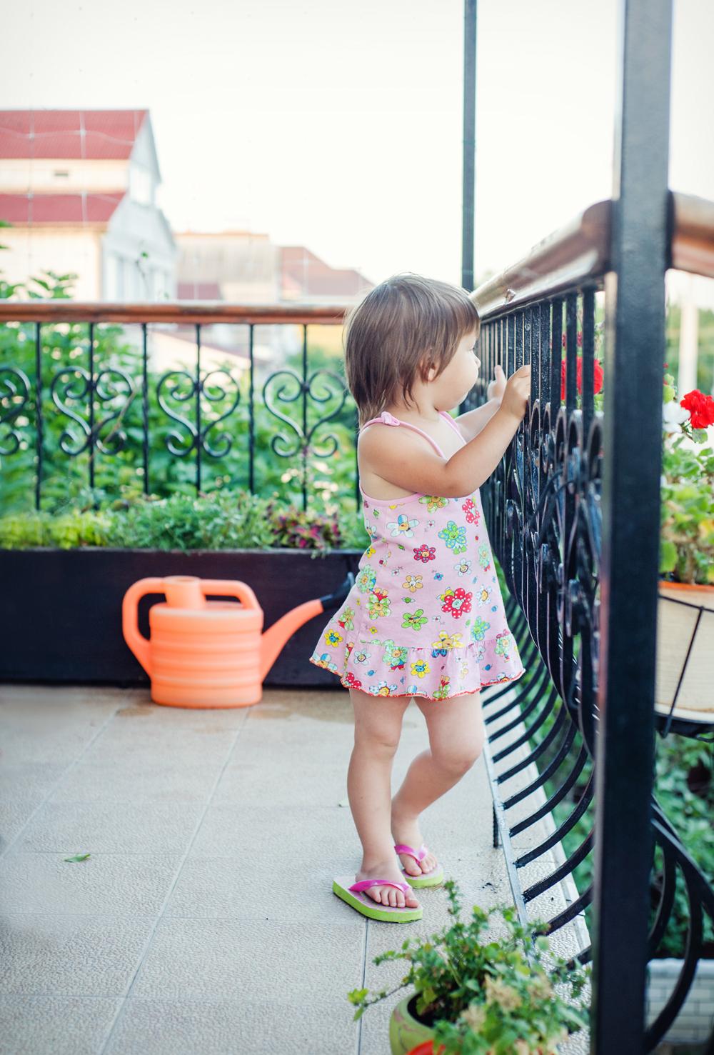 24 Есения - Есения - Малыши часто гораздо охотнее фотографируются  дома, где все знакомо и приятно) в домашних условиях и съемка получается уютной и теплой, а малыша удается снять более непосредственным и естественным:)