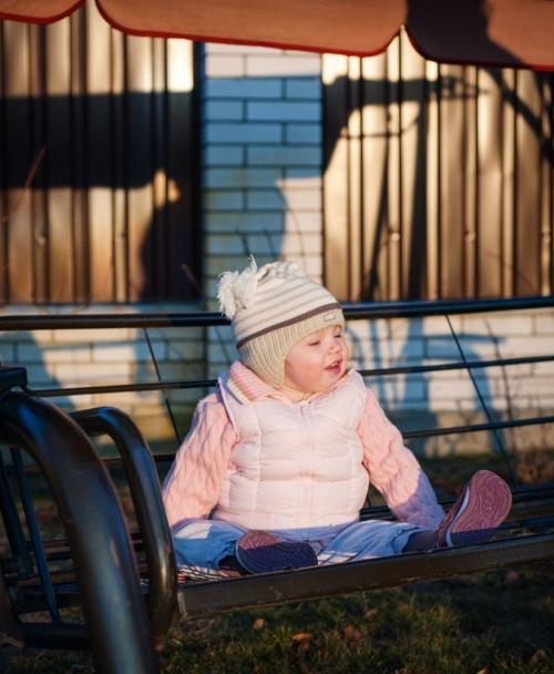 19 Есения - Есения - Малыши часто гораздо охотнее фотографируются  дома, где все знакомо и приятно) в домашних условиях и съемка получается уютной и теплой, а малыша удается снять более непосредственным и естественным:)