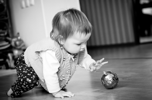 3 Есения - Есения - Малыши часто гораздо охотнее фотографируются  дома, где все знакомо и приятно) в домашних условиях и съемка получается уютной и теплой, а малыша удается снять более непосредственным и естественным:)